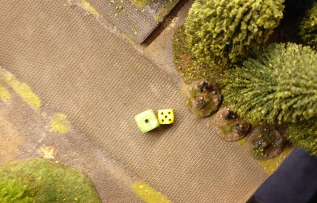 Die Panzergrenadiere auf dem Areal des Lagerhauses nehmen sofort das hintere und noch besetzte Square unter Feuer.