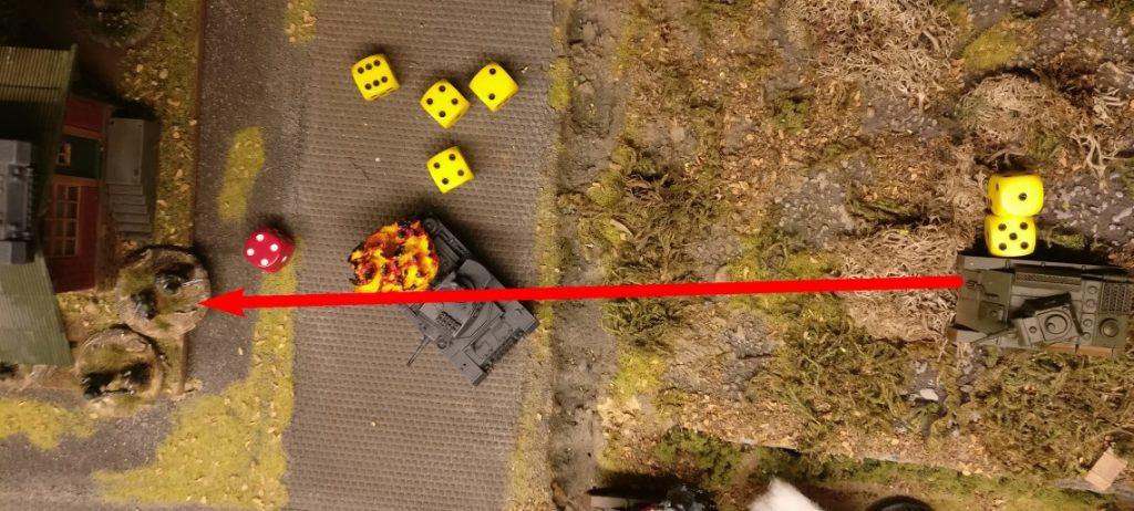 """Zweimal kann er noch das Bord-MG auf die Jungs im Gebäude abfeuern. (je 1 AP) Die 4 Trefferwürfel ergeben einen Treffer, der aber souverän mit der """"4"""" gesaved wird."""