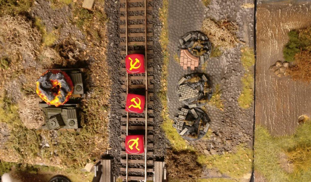 Es geht nach vorne bis an den Bahndamm.