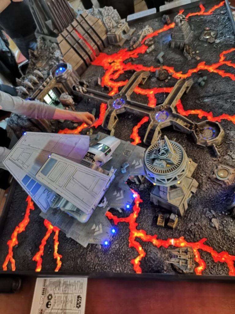 Der Star Wars Themenraum mit Darth Vaders Festung auf Mustafar auf der Tactica Hamburg 2019