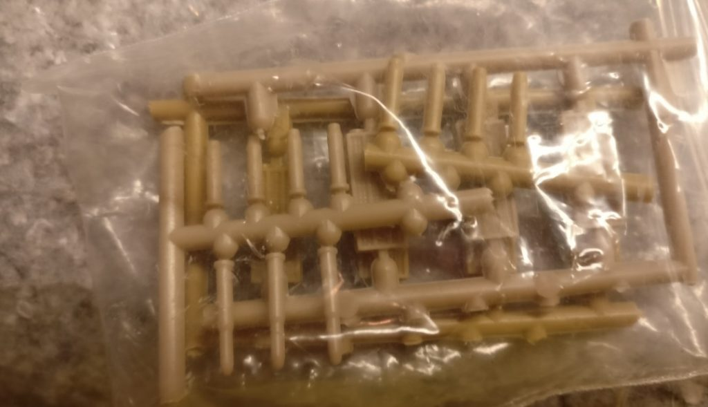Die Acht-Acht-Granaten aus der Krabbelkiste dienten mir als Rohre für die Granatwerfer.