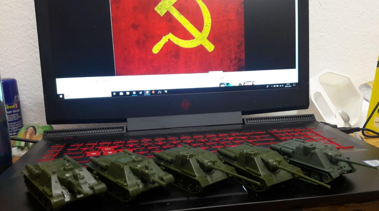SU-85, SU-100 und SU-122 als Entwöhnungstherapie für unseren Dominic. Sowas wie mit den Römern wird uns nicht mehr passieren.