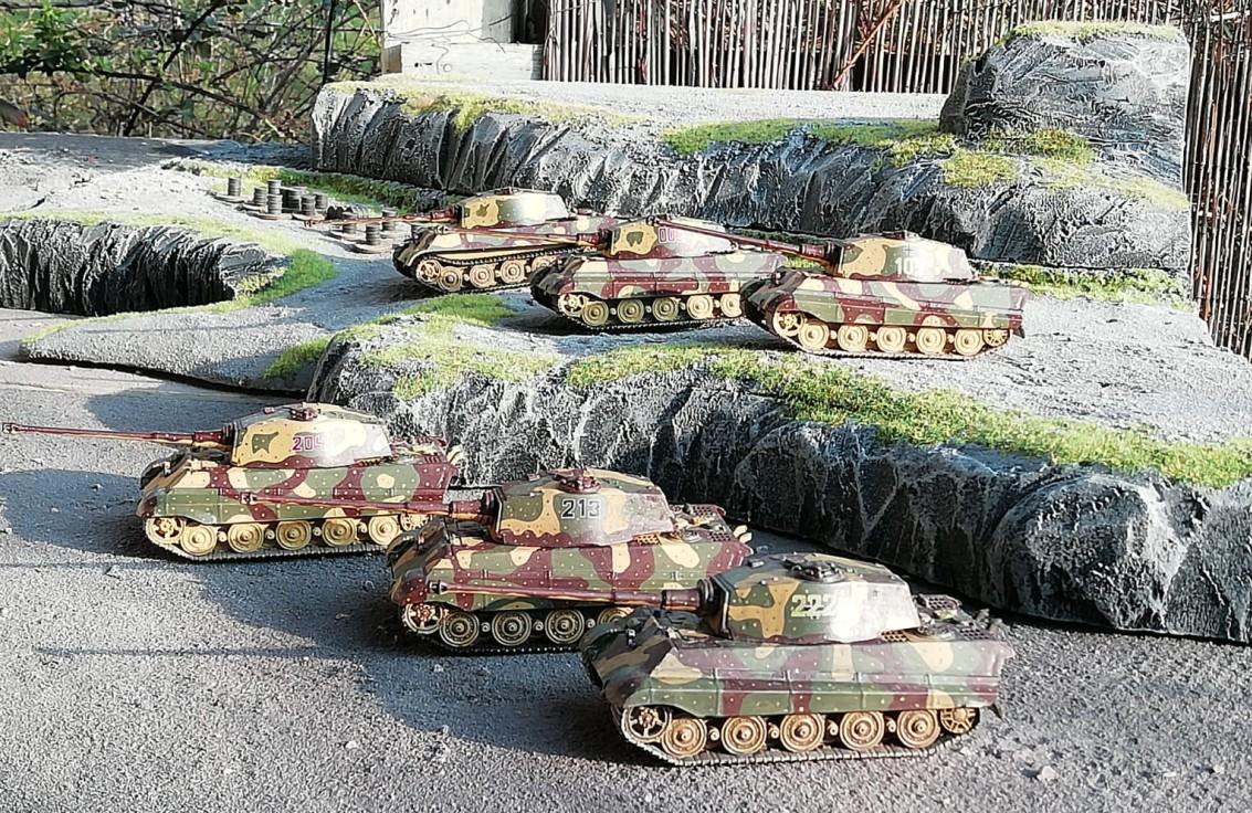 """Die ersten sechs Revell 03129: Tiger II Ausf. B Sd.Kfz. 182 """"Königstiger"""""""