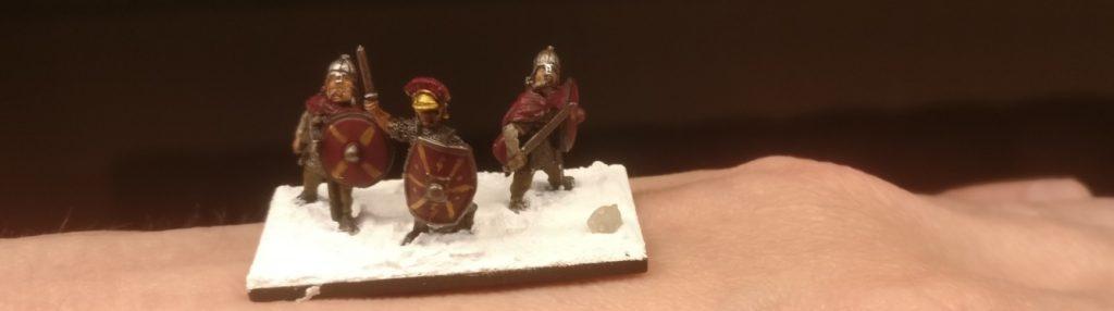 Die erste Base ist bestückt! Der Gaius und zwei seiner wackersten Kämpen sind zwar noch wacklig auf den Beinen, doch zu jedem Kampf bereit!