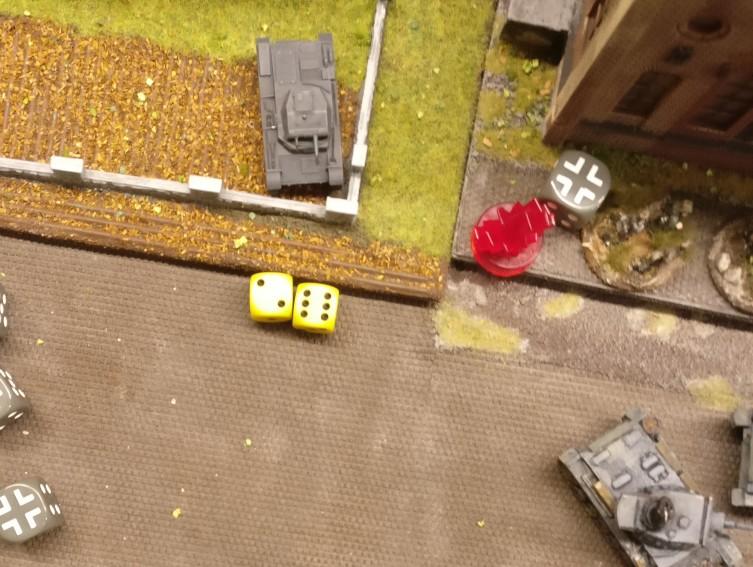 Der Panzer II erwürfelt 2+6=8 APs.