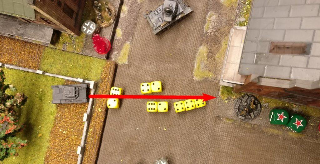 Der Panzer II feuert zweimal mit der Hauptwaffe (2x4 APs), das bedeutet in diesem Fall die Wirkung eines HMGs: 2+2+3 Trefferwürfel.