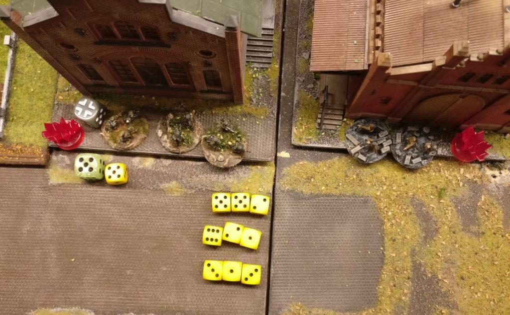 Die Panzergrenadiere im Nachbarsquare feuern dreimal auf die Rotarmisten.