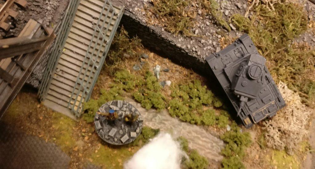 Es dürfte sich um einen Kommissar handeln. Er ergreift ein Molotow Cocktail und geht den Panzer III an. Assault !!!