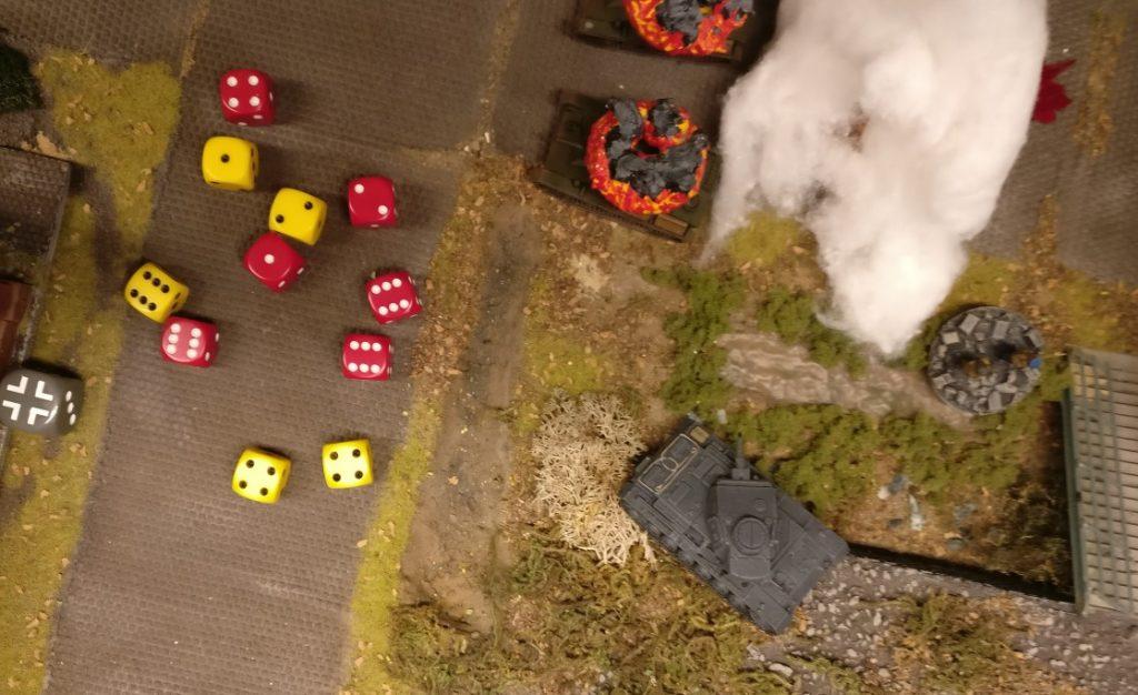 Der Defender erzielt drei Treffer, der Attacker einen. Der Defender als Panzer darf nochmal gegenwürfeln und saven...