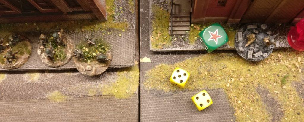 """Die LMG Foot Group feuert mit ihrem intrinsischen AP auf die Panzergrenadiere. Zwei Trefferwürfel ergeben jedoch keinen """"6""""er-Treffer."""