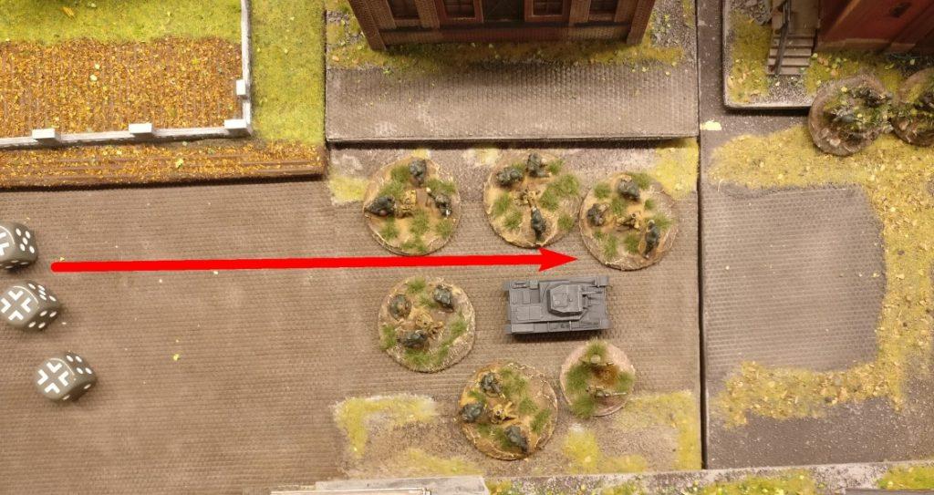 Mit den verbliebenen 3 APs ziehen sie bis zum Panzer II vor.