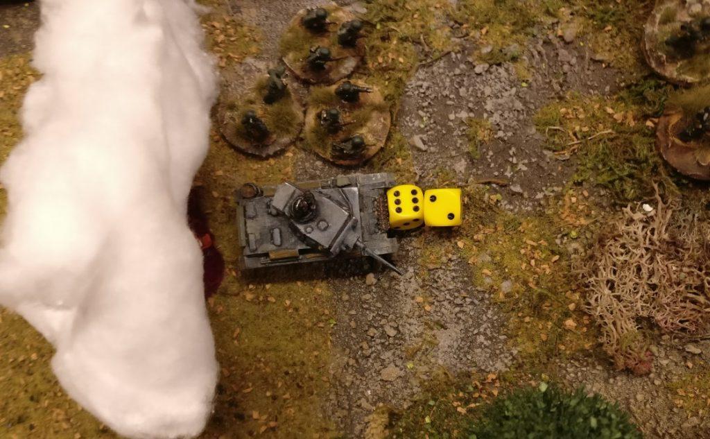 Der Flammpanzer III erhält 8 APs und zieht vor.