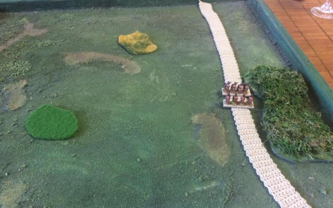 Truppen auf der Römischen Straße. Hier wurde die Erbsomatic aktiviert und die Straße wurde auf 32mm Breite zusammengefahren. Die Truppen (Nein, nein, es sind keine Römer!) fühlen sich auf dem trittfesten Strickmuster sehr wohl.
