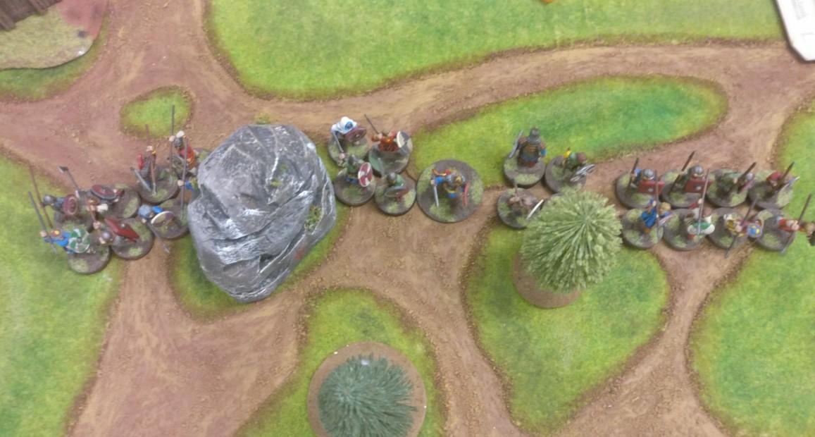 Marc zieht seine Truppen fast bis zur Spielfeldmitte. Bereits erkennbar: die Teilung der Truppen am Felsen.