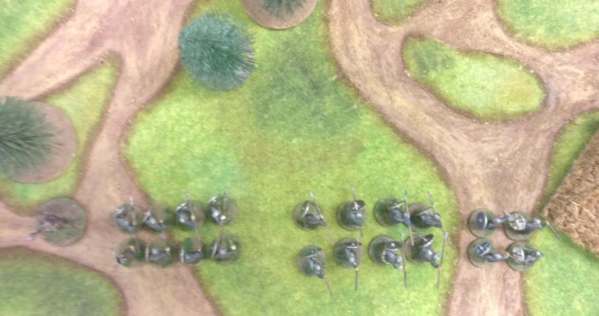 Sturmi geht auf breiter Front vor, bildet aber einen Schwerpunkt just gegenüber den durch den Felsen abgesplitteten gegnerischen Truppen.