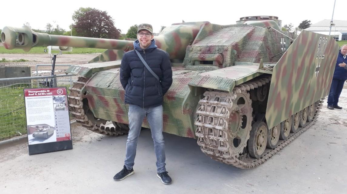 Der Florian vor dem StuG III Ausf. G im The Tank Museum Bovington am Tankfest 2019.
