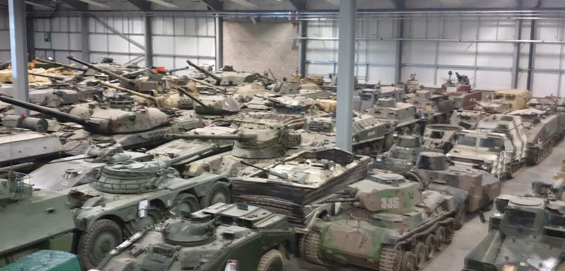 Das Vehicle Conservation Center mit etwas Dickblech im The Tank Museum Bovington am Tankfest 2019.