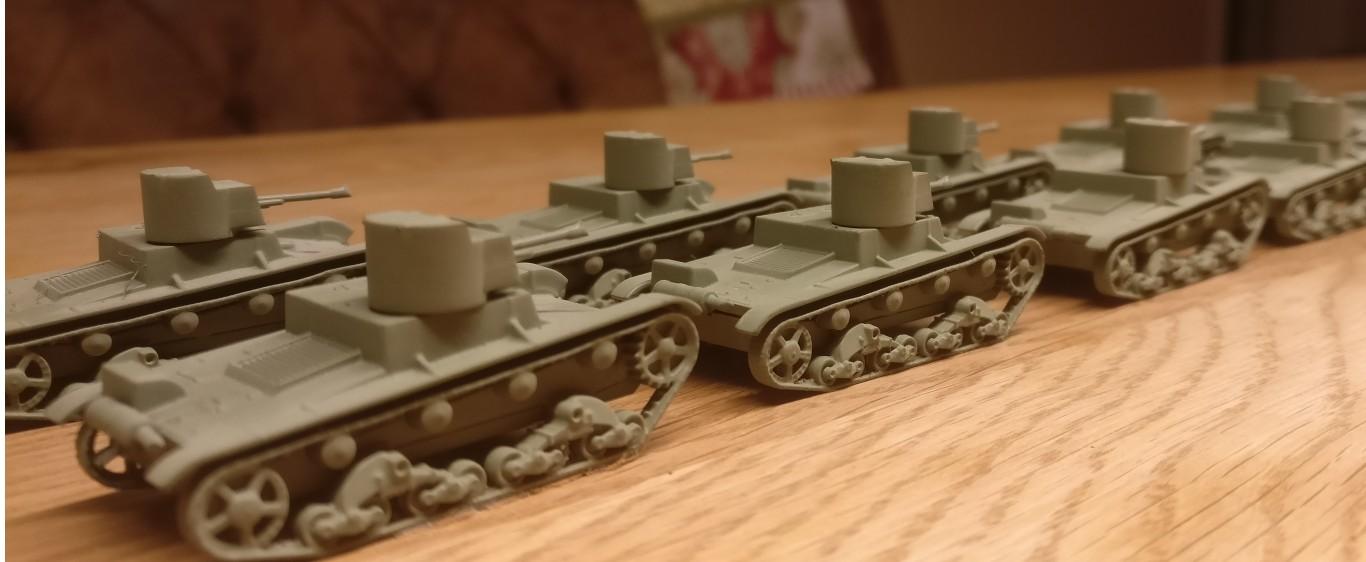 Die Mistkäfer von hinten. Mit dem kleinen Turm mit Flammenwerfer wirken die Zvezda 6165 XT-26 Flammpanzer noch filigraner als der Standard-T-26.