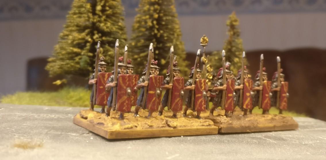 Blade Ordinary / Bd (O) für DBMM: römische Legionäre mit grundierter und lasierter Base.