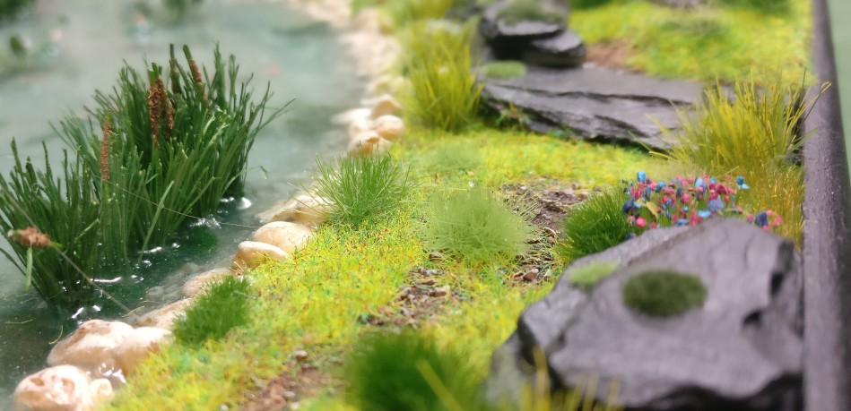 """Ufer des Teichs auf der Bushido-Spielplatte """"japanischer Garten"""" der Ad Arma."""