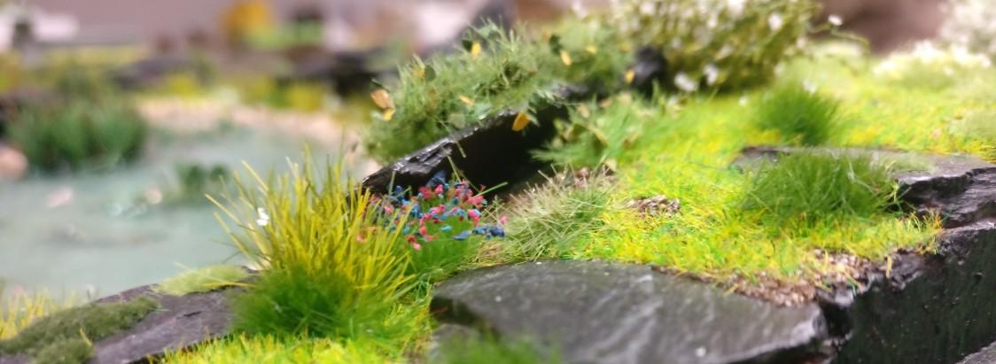 """Uferbereich des Teichs auf der Bushido-Spielplatte """"japanischer Garten"""" der Ad Arma."""