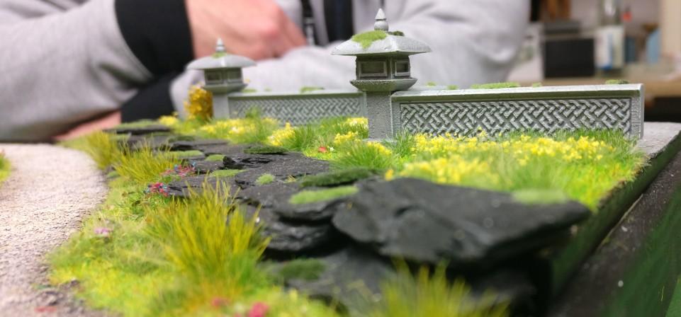 """Terrassenmauer auf der Bushido-Spielplatte """"japanischer Garten"""" der Ad Arma."""