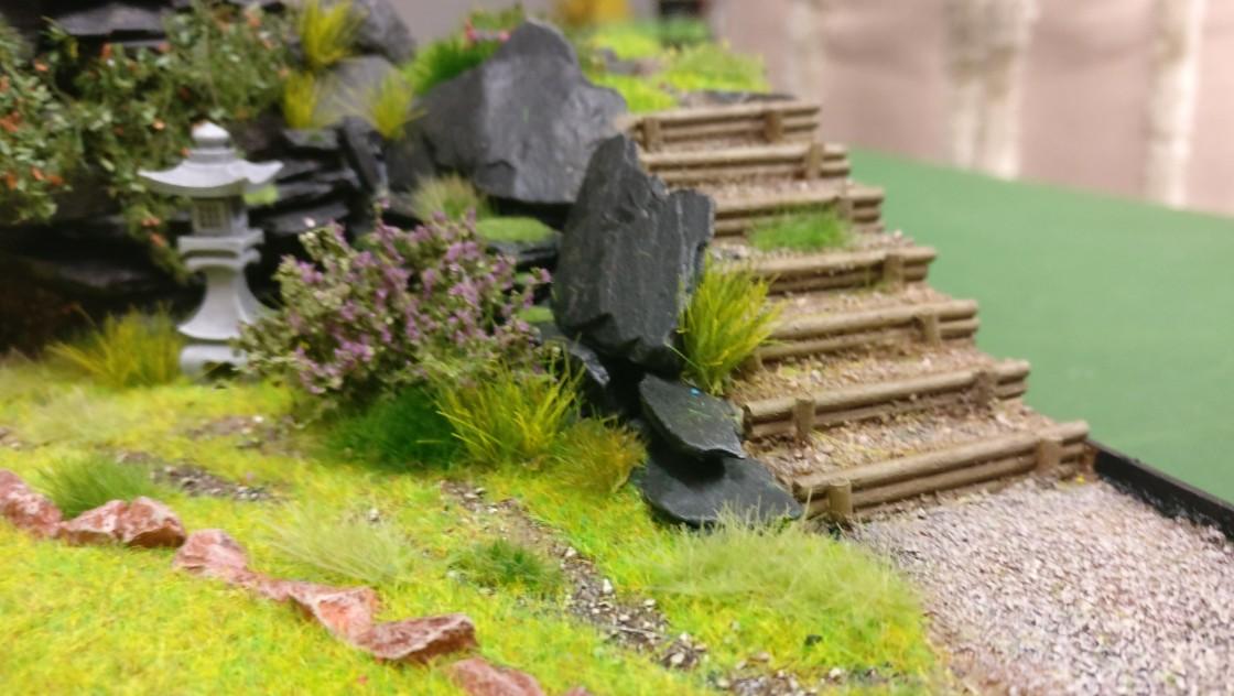"""Eine weitere Terrassentreppe  aus Holz auf der Bushido-Spielplatte """"japanischer Garten"""" der Ad Arma."""