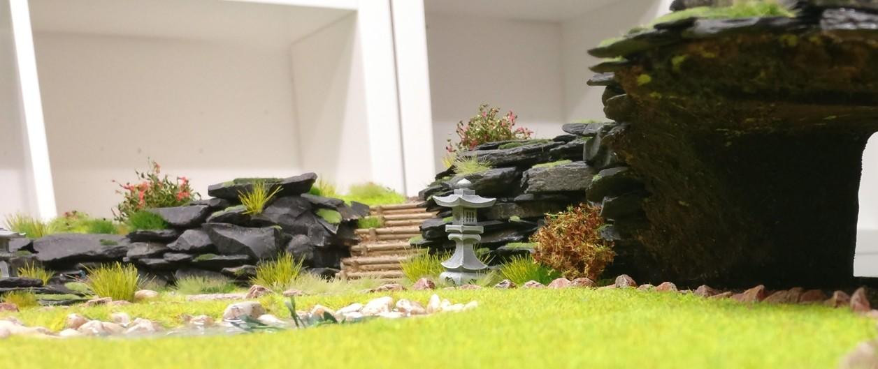 """Aufgang mit einer Terrassentreppe auf der Bushido-Spielplatte """"japanischer Garten"""" der Ad Arma."""