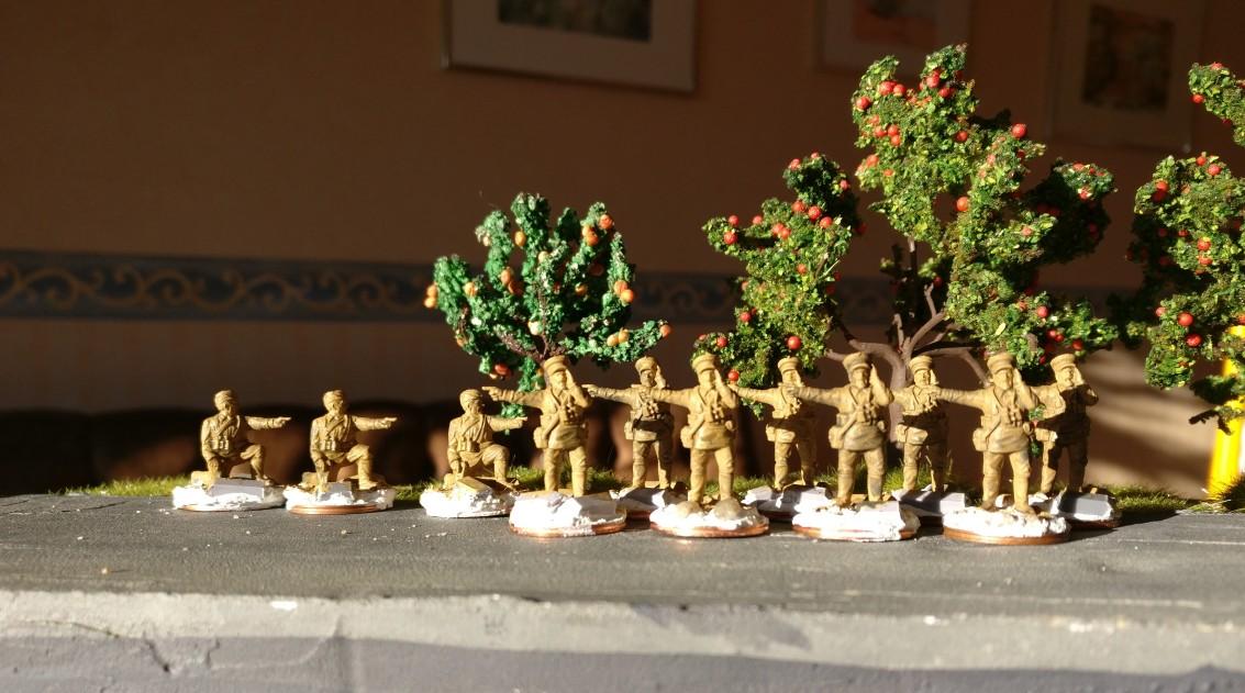 Die Figuren wurden grundiert und erste Uniformfarben wurden aufgetragen.