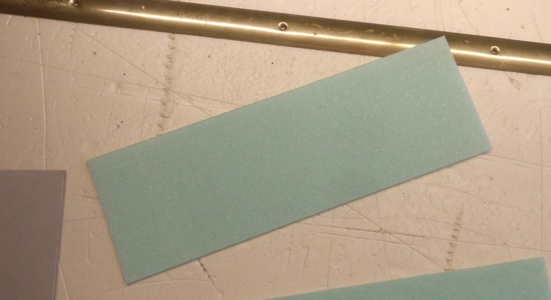 Hier das Stück Trittschalldämung für die römischen Straßen: 30cm x 10cm x 2,2mm.
