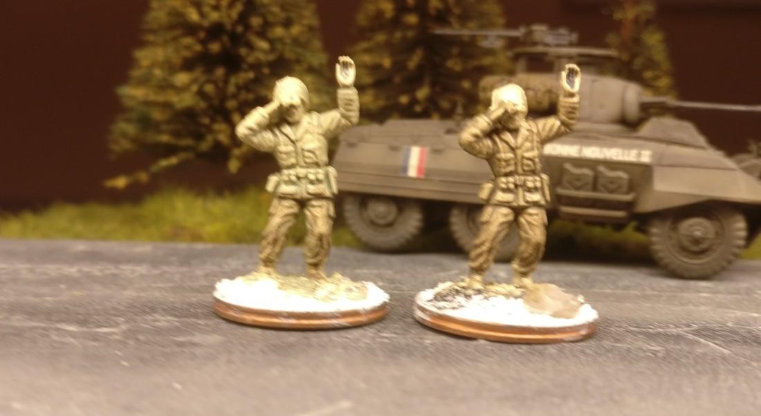 EIn Vergleich der gleichen Figur - links mit Gelboliv, rechts mit Natooliv.
