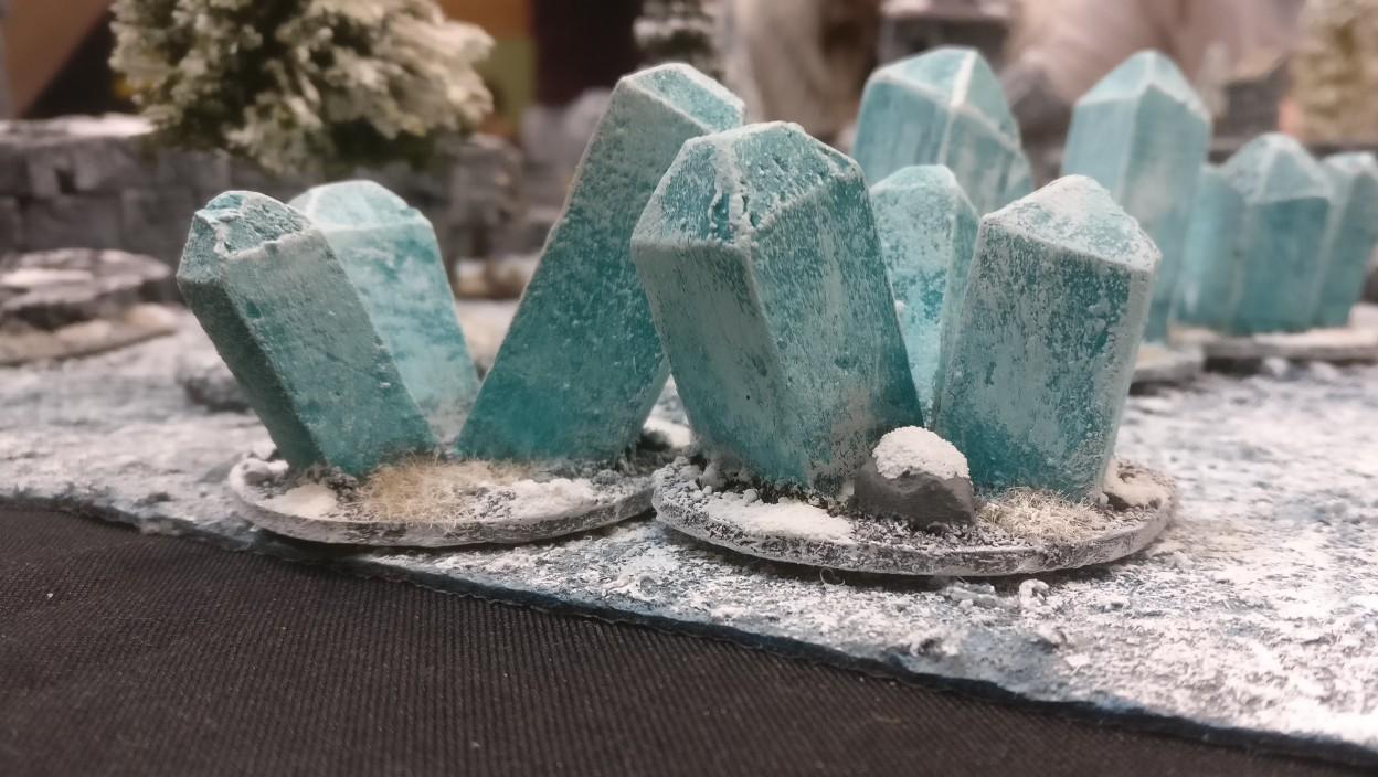 Diese Eiskristalle haben mich fasziniert. Sie werden der Grund dafür sein, wenn ich mir etwas von diesem Fantasygame zulege. Der Frostgrave Spieltisch auf dem Ad Arma Con 2019