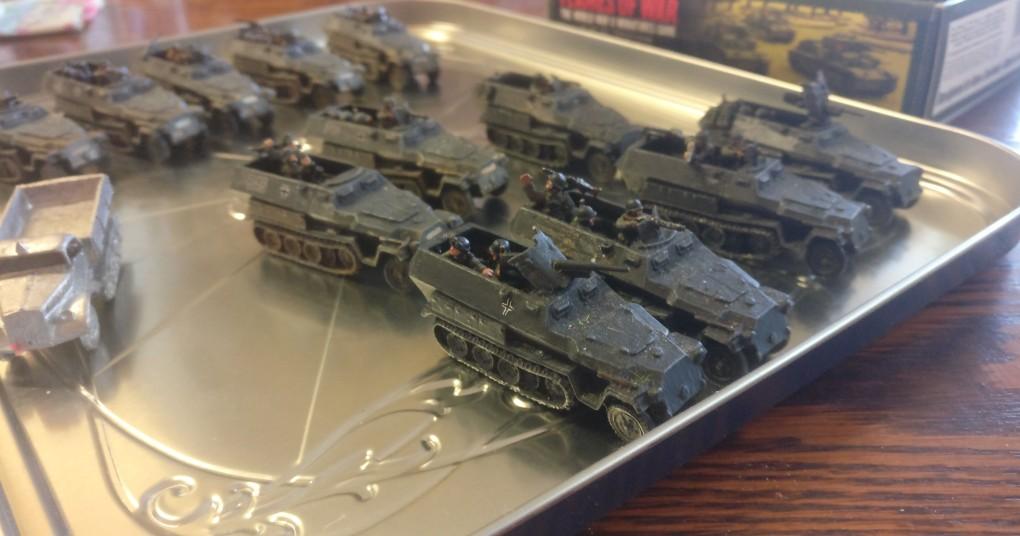 Die Sd.Kfz. 251 Ausf. B und eine Opel Maultier Halbkette.