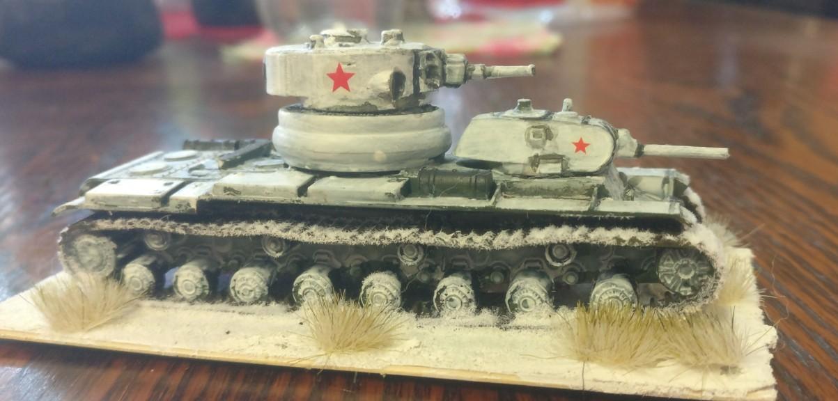 T-100 Panzer mit einem Gefechtsturm mit 76,2mm/L-11/Kanone und einem Gefechtsturm mit einer 45mm-Pak als 1:00 / 15mm-Modell von XENA.