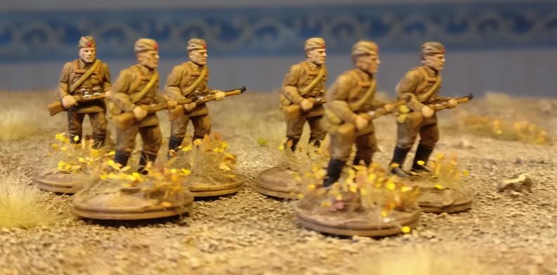 Die marschierenden Schützen beim ersten Manöver.