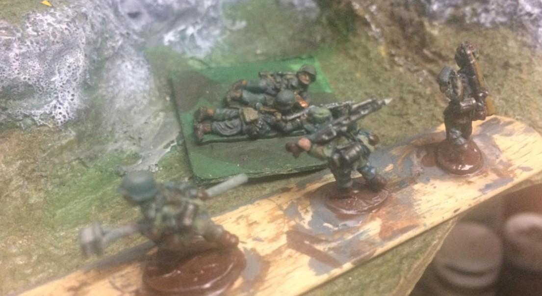 Auch schwere Waffen hat das Korps-Fallschirm-Pionier-Bataillon 11 der Division von Broich. Tunesien in afrikanisch Monnem.
