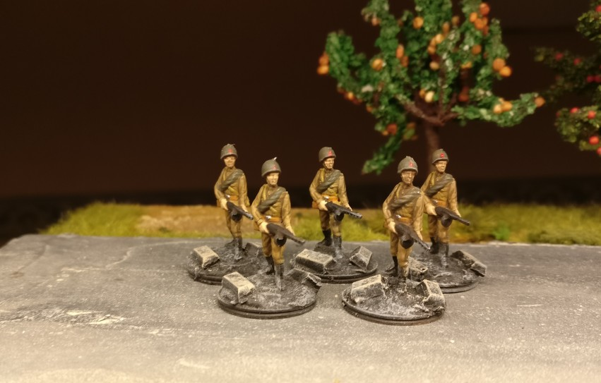 Die 15 Figuren aus dem Esci Set 203 Russian Soldiers haben fertig: die anderen 5.