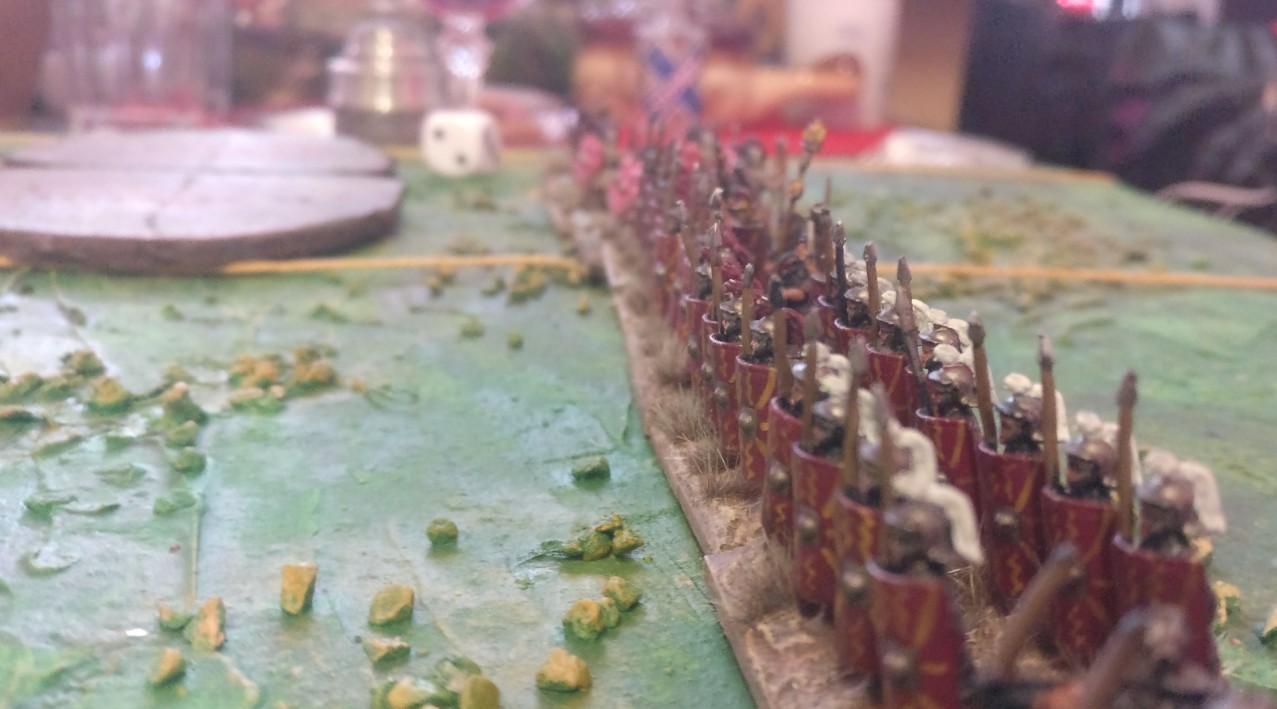 Die Linie aus Legionären und - dahinter erkennbar - Auxilia.