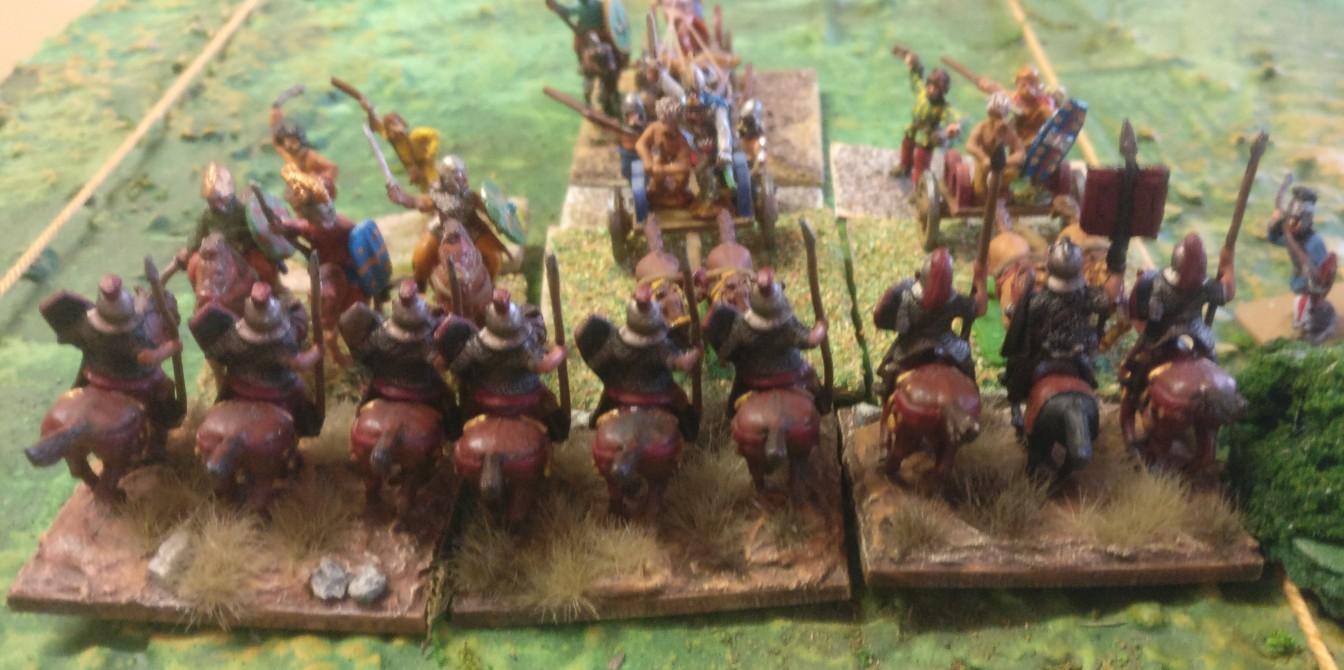 """Die Gallier haben durch ihre Unterstützung durch das begleitende Fußvolk und im Zentrum durch den """"Boss"""" im Rücken viel Druck aufgebaut. Die römischen Reiterleins wird es derbe bröseln."""