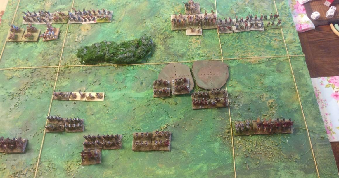 Sturmi zieht vor. Ziel ist es, die Bogenschützen auf dem Hügel zu postieren und so im Umland Schaden zu verteilen.