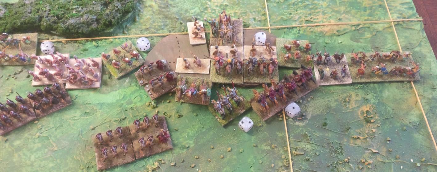 Die Kurbelei am Hügel entwickelt sich zu der Römer Nachteil. Die gallischen Fußtruppen greifen nun in den Kampf gegen die römischen Reiter ein.