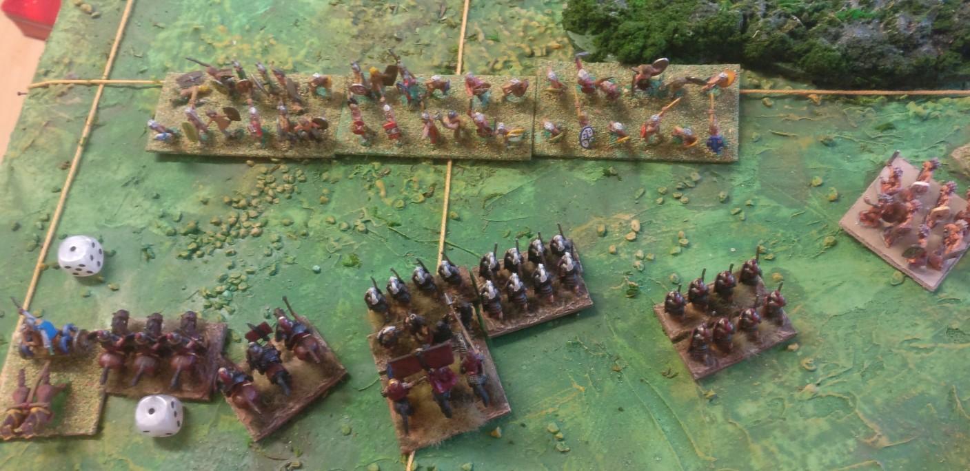 Ein gallischer Streitwagen entkommt. Die Legionäre sind mal wieder zu spät an Ort und Stelle. Sie müssten jetzt in aller Schnelle die Galater abschlachten. Das wird nichts mehr.