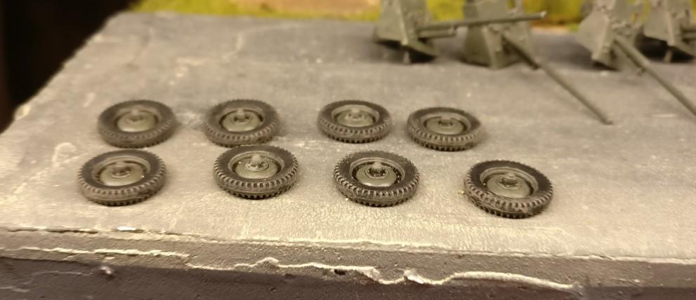 Die fertig verschmutzten Räder der 45mm-Paks