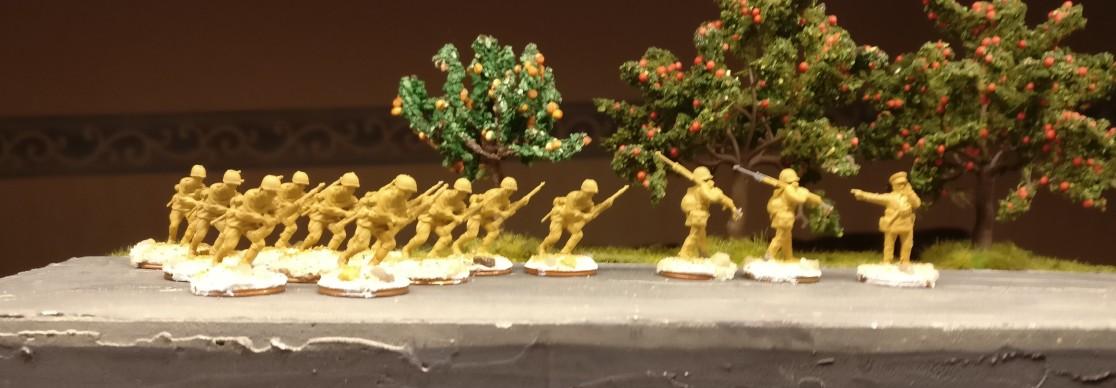 Die Herren aus dem Esci Set 203 Russian Soldiers wurden gerade mit der Grundierung überzogen.
