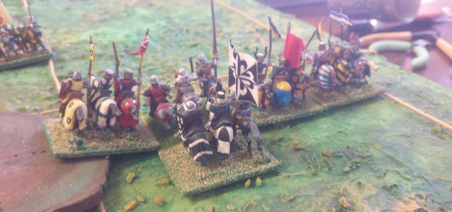 Die starken Reiter der Franzosen lassen eine Überlegenheit vermuten. Auch ein Umfassen und ein Angriff in Flanke oder Rücken erscheinen machbar.