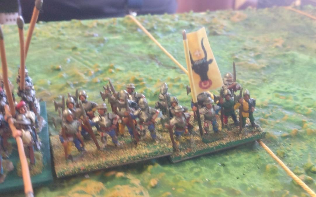 Die linke Flanke der Schweizer wird von Rittern zu Fuß gedeckt.