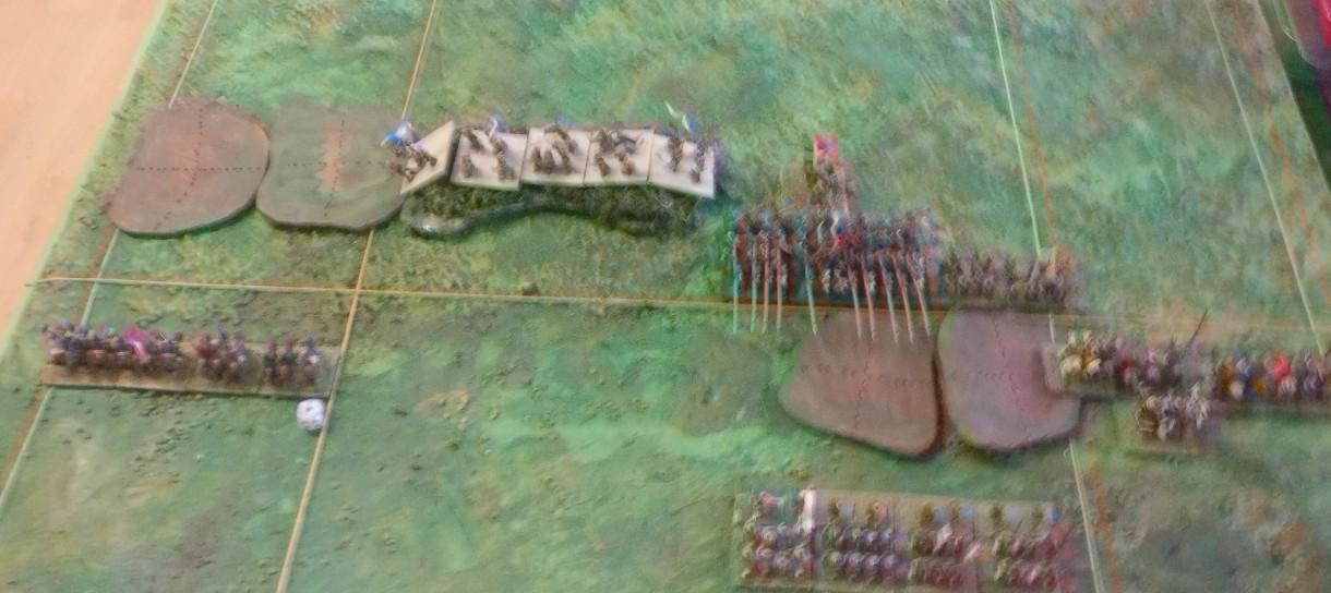 Die französischen Ritter holen zur Umfassung aus, während die Schweizer kerzengrade auf den Hügel losmarschieren.