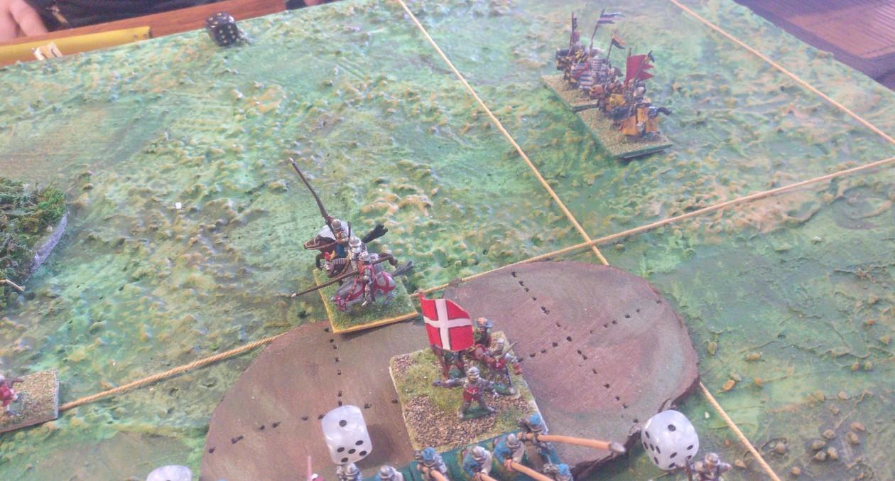 Die Ritter schwirren im Hinterland umher. Die Sache mit dem Angriff im Rücken ist in der Theorie sehr gut, muss aber für die Praxis noch besser getimed werden.