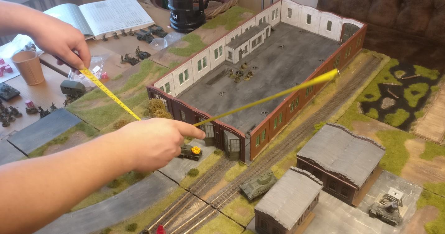 Cpt.Armstrong will meine Truppen umfassen. Hier stoßen die T-34 und T-70 entlang der Bahngleise vor.