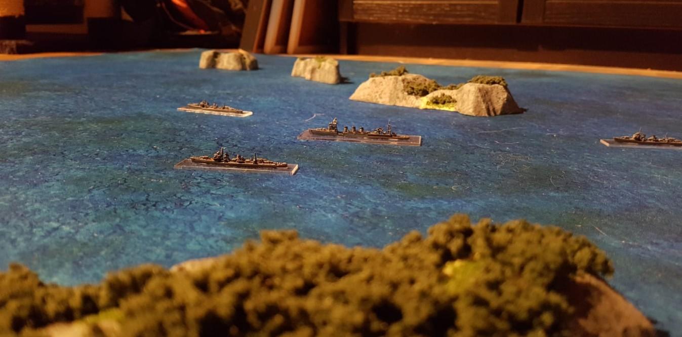 Die ozeanblaue Battlemat mit Davids Inseln vom Butt-Ape-City Archipel und den Schiffen für das Tabletop Broadside.